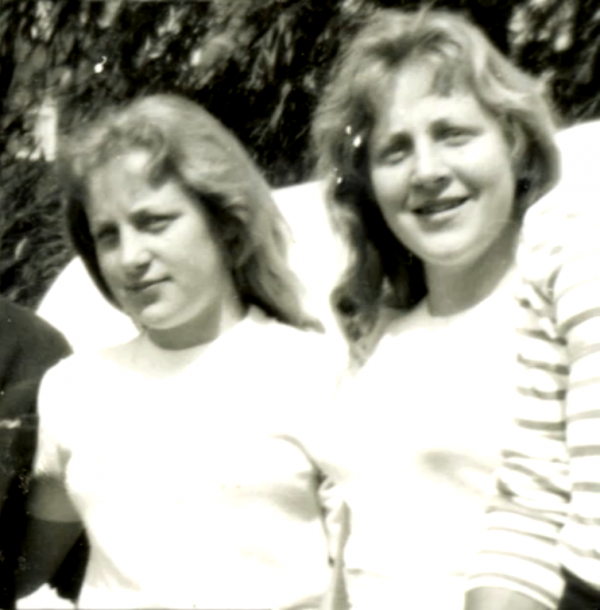 The Fokkens sisters in younger days (Screenshot from Meet The Fokken)