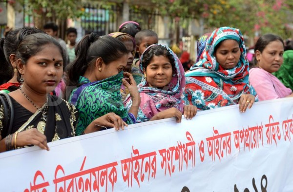 Bangladeshi sex workers form a human chain in front of the Jatiya Press Club (Photo by Sony Ramany, via demotix.com)