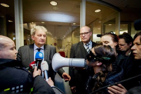Amsterdam Mayor Everhard van der Laan responds to questions on the window closures. (Photo by Robin van Lokhuijsen, courtesy of Felicia Anna)