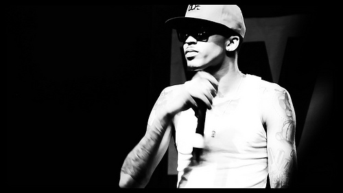 August Alsina performing in Washington DC. (Photo by Flickr user OyindeK)