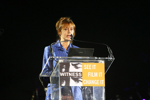 Susan Sarandon flexes her activist muscle at the Witness Focus for Change Benefit in 2009 (Photo by Kate Glicksberg, via Witness Flickr account)