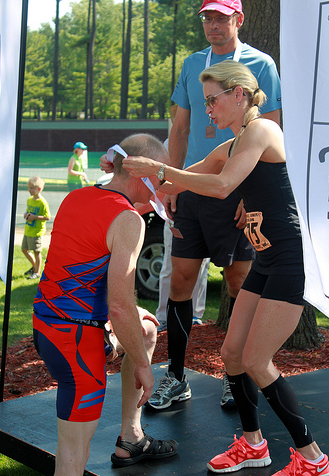 Suzy Favor-Hamilton presenting awards in the Run, Bike, Unite Duathlon in 2012. (Photo by Flickr user GreggMP)